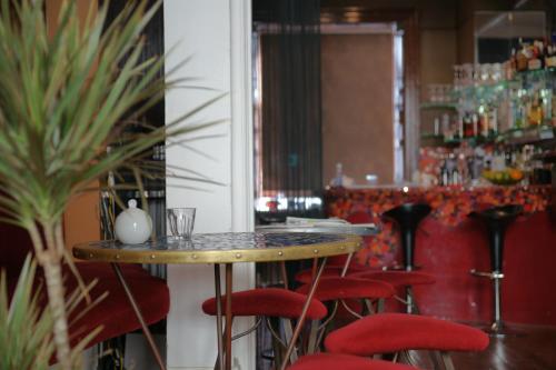 9 Oriental Place, Brighton & Hove, BN1 2LJ, England.