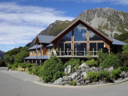 . Aoraki Mount Cook Alpine Lodge