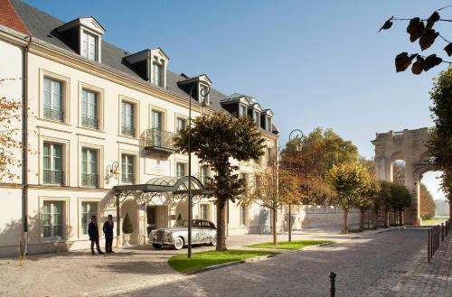 4, rue du Connétable 60500 Chantilly, France.