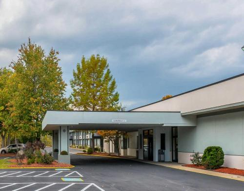 Clarion Inn Belle Vernon - Belle Vernon, PA 150123816
