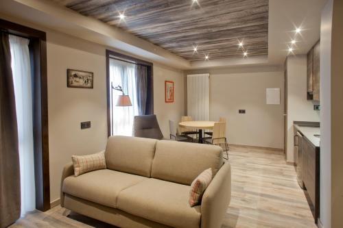 Estudio Familiar (2 adultos + 2 niños) Hotel La Neu 8