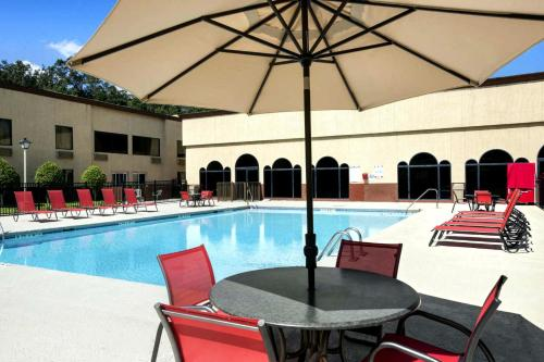 . Cottonwood Suites Savannah Hotel & Conference Center