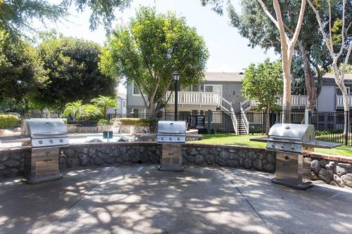 Business Traveler 100mbps Wifi + Print + King - Costa Mesa, CA 92626
