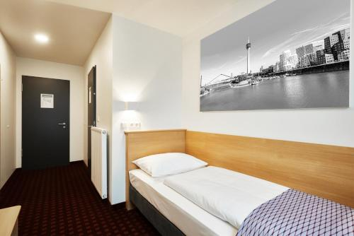 McDreams Hotel Düsseldorf-City photo 9