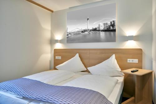 McDreams Hotel Düsseldorf-City photo 25