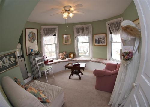. Bondy House Bed & Breakfast