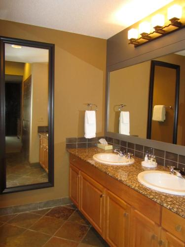 Platinum Suites Resort - Vacation Rentals - Canmore, AB T1W 3A1