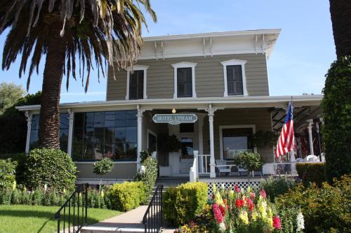 1404 De La Vina St, Santa Barbara, CA 93101, United States.