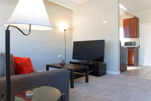 . 301#2 · Clean & Cozy 1BR/1BR Business and Travel Ready