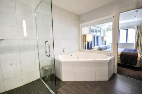 Superior One-Bedroom Apartment - Max 4