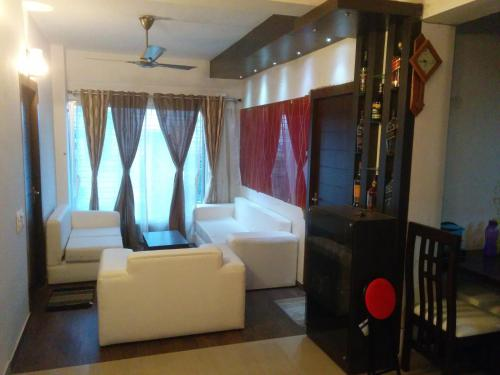 . Contemporary 3BHK Apartment next to Acropolis Mall near Ruby