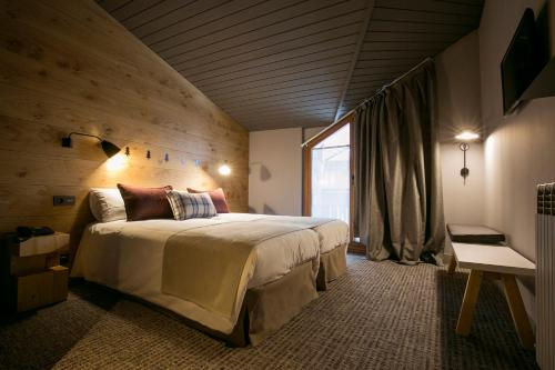 Double or Twin Room Hotel Xalet Montana 8