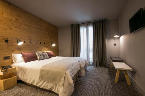 Double or Twin Room with Spa Access Hotel Xalet Montana 1