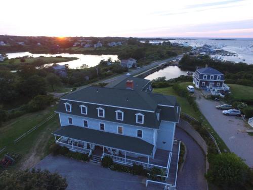 . Payne's Harbor View Inn