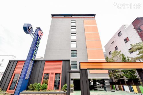 . E Business Hotel