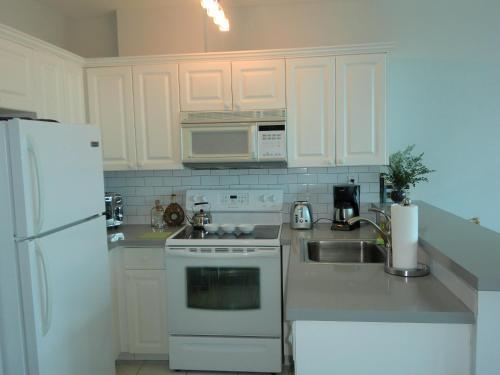 Soleil Apartments - Miami Beach, FL 33140