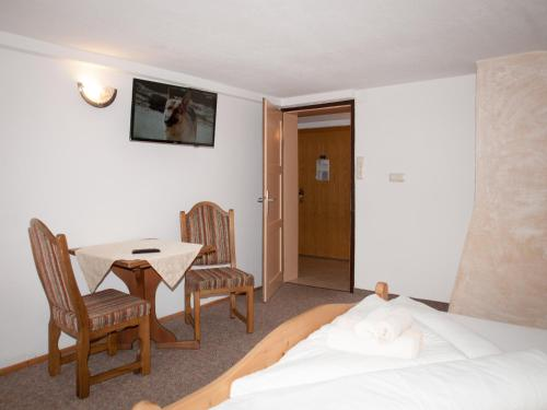 Family Two-Bedroom Suite ( 2 Adults + 2 Children )