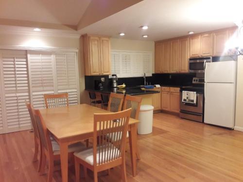 3 Private Rooms Near Apple + Free Organic Breakfast - Cupertino, CA 95014