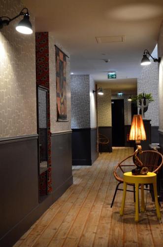 hotel les pilotes h tel 62 rue de la fert 80230 saint. Black Bedroom Furniture Sets. Home Design Ideas