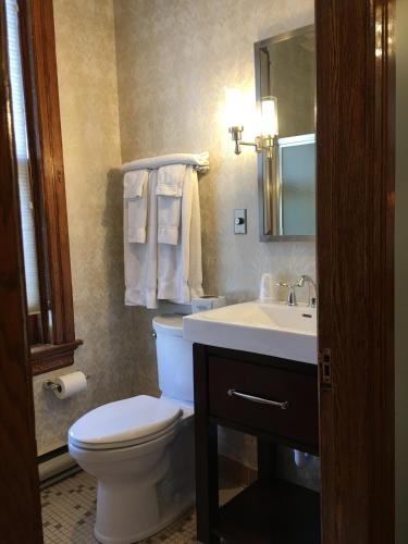 Altland House Inn & Suites - Abbottstown, PA 17301