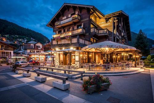 Hotel le samoyede h tel 9 place de l 39 office de tourisme 74110 morzine adresse horaire - Office de tourisme de morzine ...
