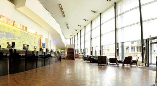 One Piccadilly Place, 1 Auburn St, Manchester, M1 3DG, England.