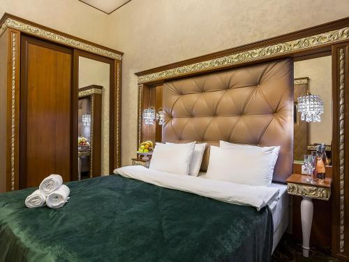 Hotel Empire - image 11