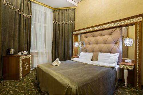 Hotel Empire - image 7