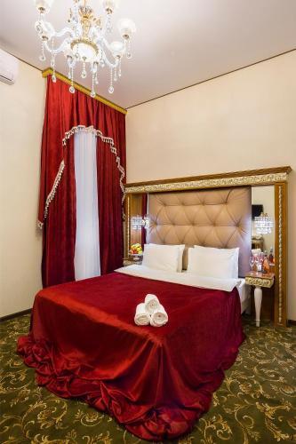 Hotel Empire - image 3