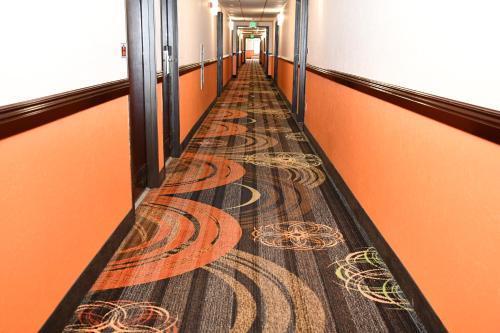 Regency Inn & Suites Faribault - Faribault, MN 55021