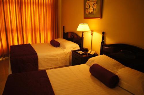 Hotel Paseo Miramontes kamer foto 's