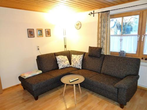 Two-Bedroom Apartment with Mountain View (Ground Floor) ( Two-Bedroom Apartment with Mountain View (Ground Floor))