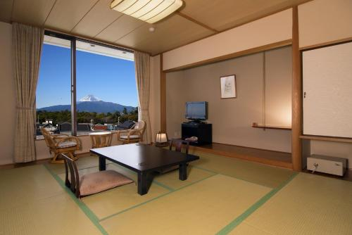 Japanese-Style Room with Mt. Fuji View