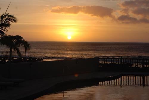 Sunset Reef Resort & Spa