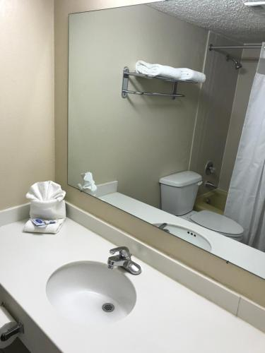 Hometown Inn & Suites - Tulsa, OK 74129