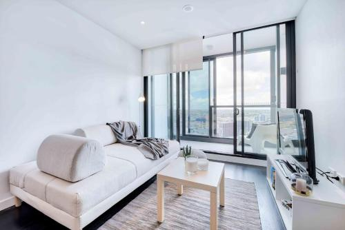 Comfy Apartment for Four with Infinity Pool & Gym