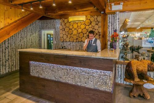 Bayshore Inn & Spa - Waterton Park, AB T0K 2M0