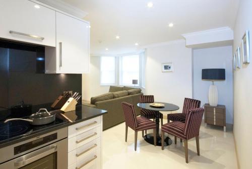 Claverley Court Apartment Knightsbridge photo 17