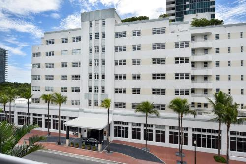 2001 Collins Avenue, Miami Beach, Florida, USA, FL 33139.