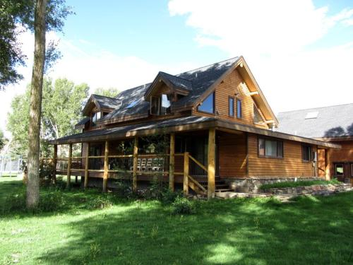 Large Gunnison River Home Sleeps Up To 19