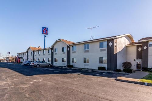Motel 6 Barkeyville - Grove City, PA 16038