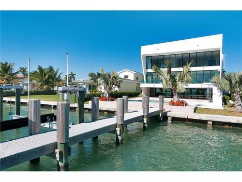 Villa Cristiano - Miami Beach, FL 33141