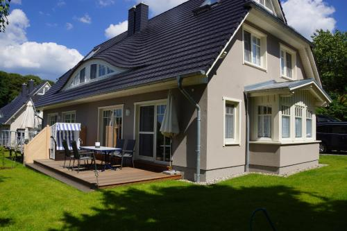 """. Ferienhaus """"Regenbogen"""" F401 mit Kamin, Terrasse, Garten"""