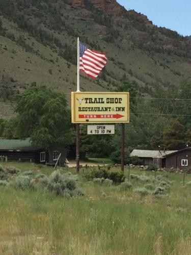. Trail Shop Inn
