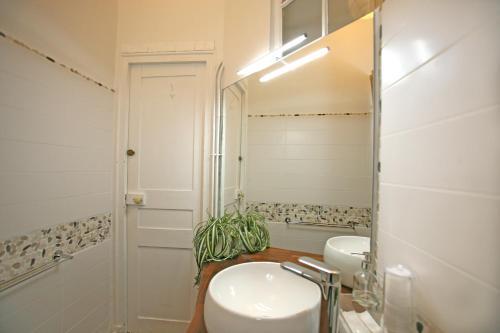 Large 2 Bedrooms Latin Quarter (338) photo 16