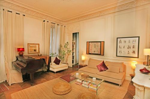 Large 2 Bedrooms Latin Quarter (338) photo 24