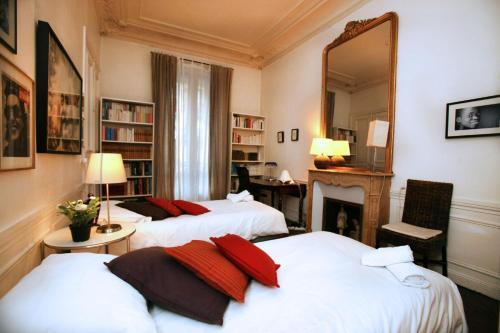 Large 2 Bedrooms Latin Quarter (338) photo 41