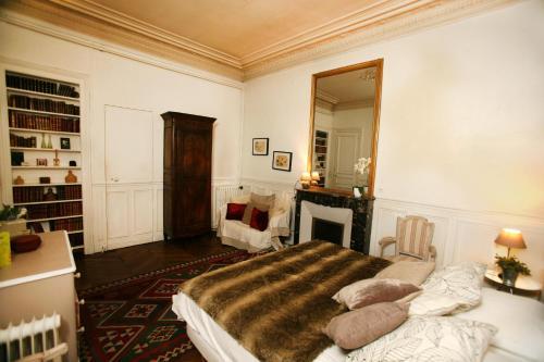 Large 2 Bedrooms Latin Quarter (338) photo 44