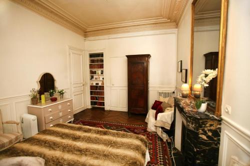 Large 2 Bedrooms Latin Quarter (338) photo 45