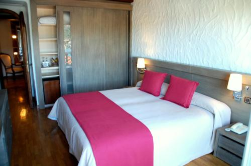 Double Room with Extra Bed (3 Adults) Hotel Villa Italia 18